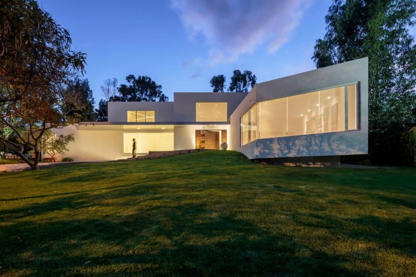 Cumbayá House by Diego Guayasamin Arquitectos (12)
