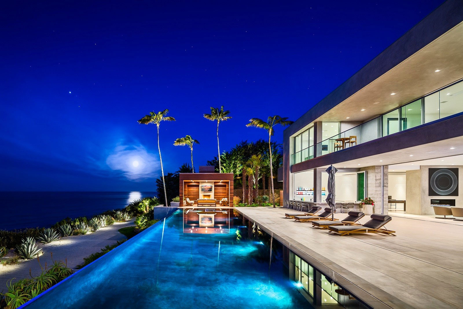A Stunning Contemporary Property Up For Sale in Malibu