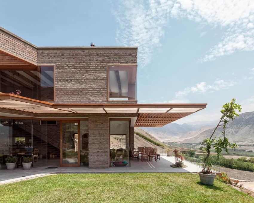 House in Azpitia by Estudio Rafael Freyre (10)