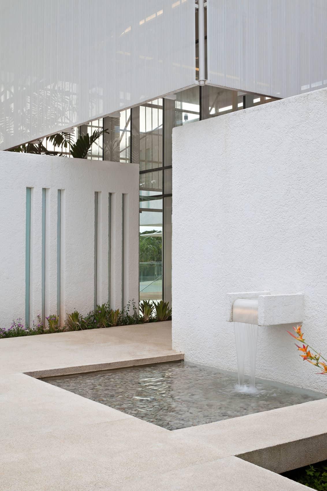 House in Lago Sul QI 25 by Sérgio Parada Arquitetos (4)
