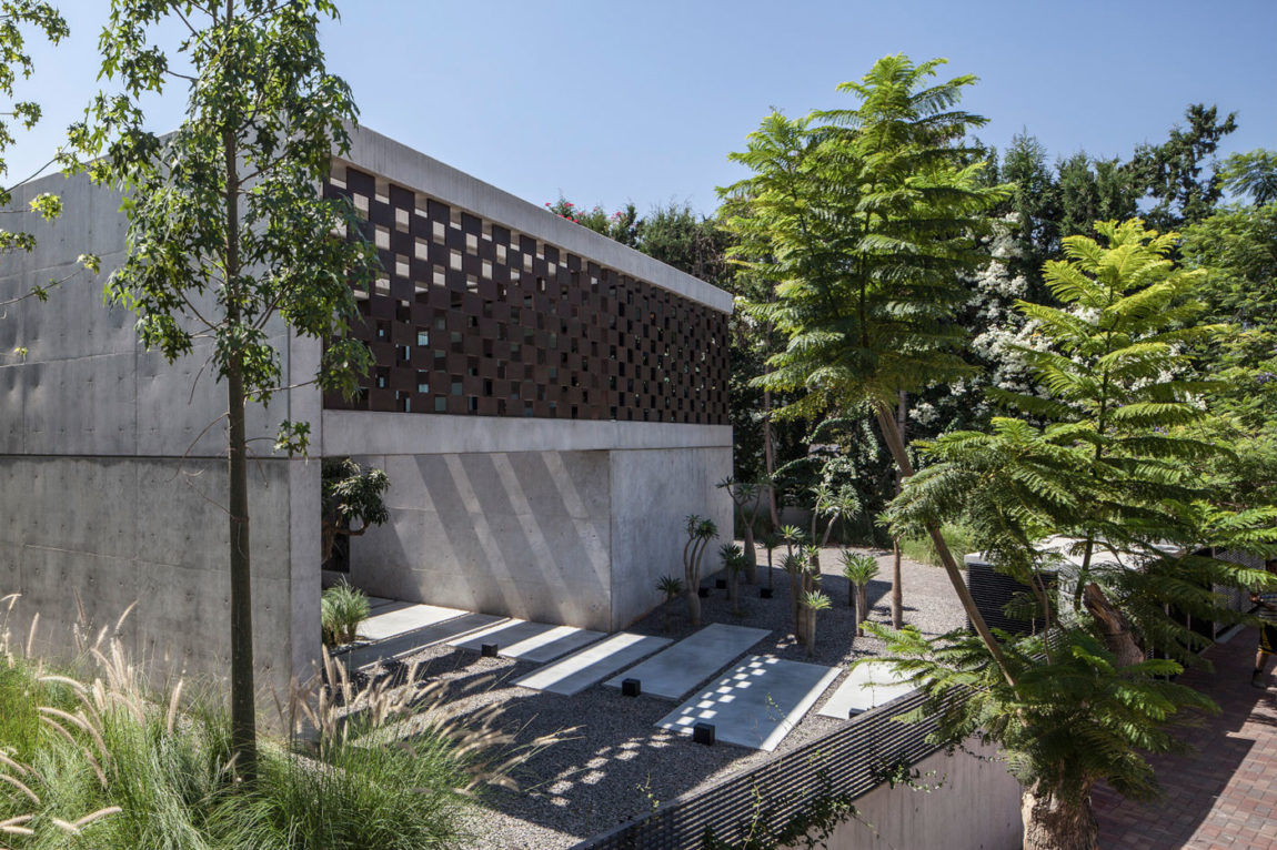 In Praise of Shadows by Pitsou Kedem Architects (9)