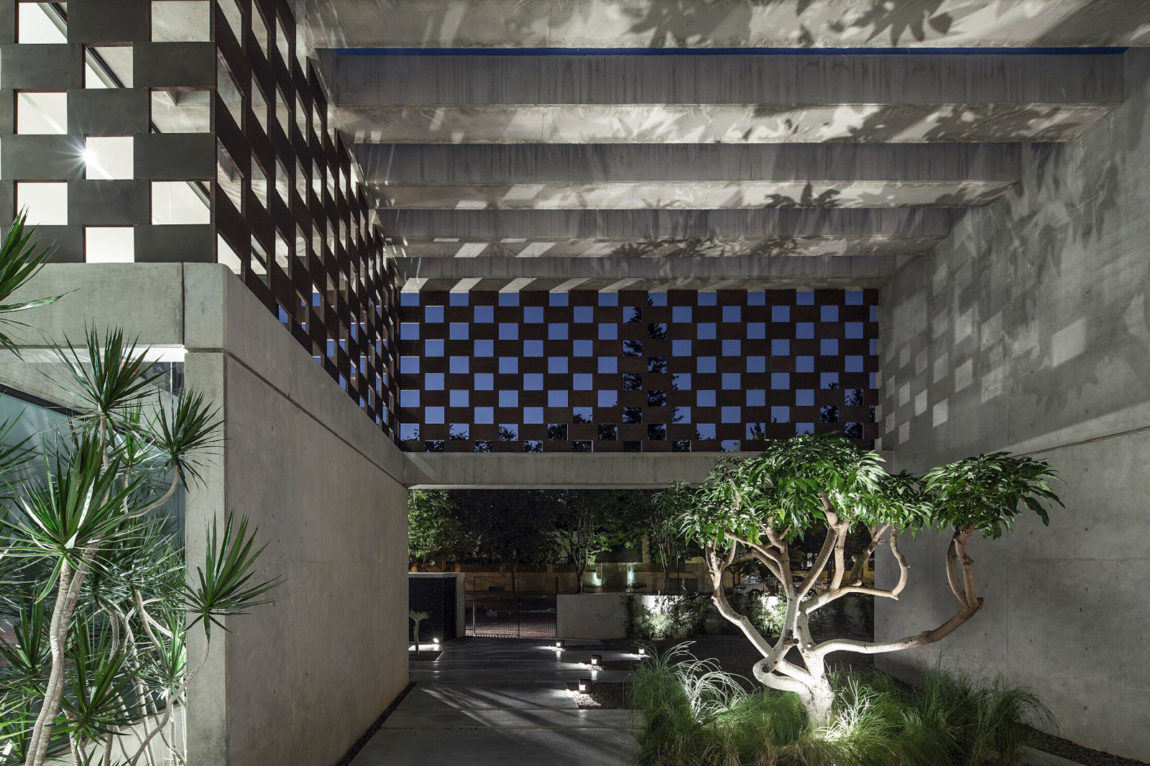In Praise of Shadows by Pitsou Kedem Architects (32)