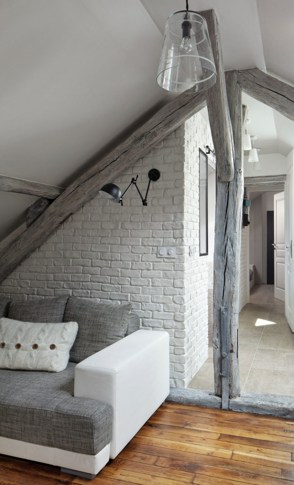 Living Under the Roof by Prisca Pellerin Architecture (2)