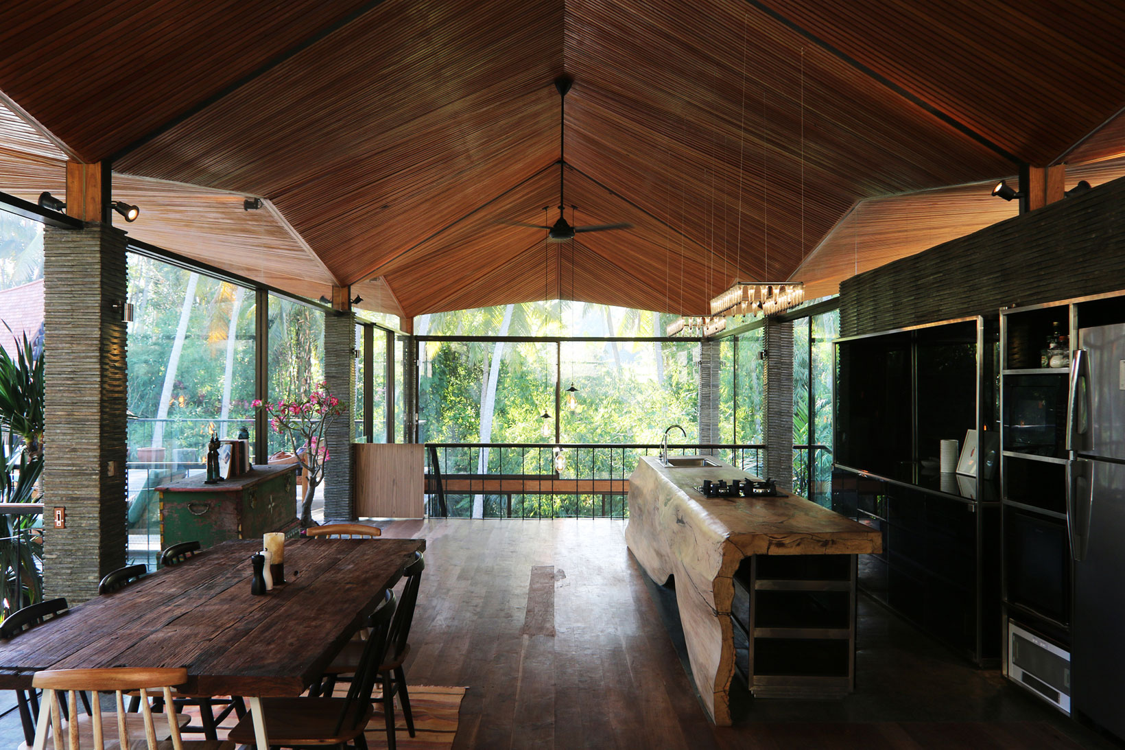 Alexis dornier designs a spectacular private home in bali for Bali style homes to build