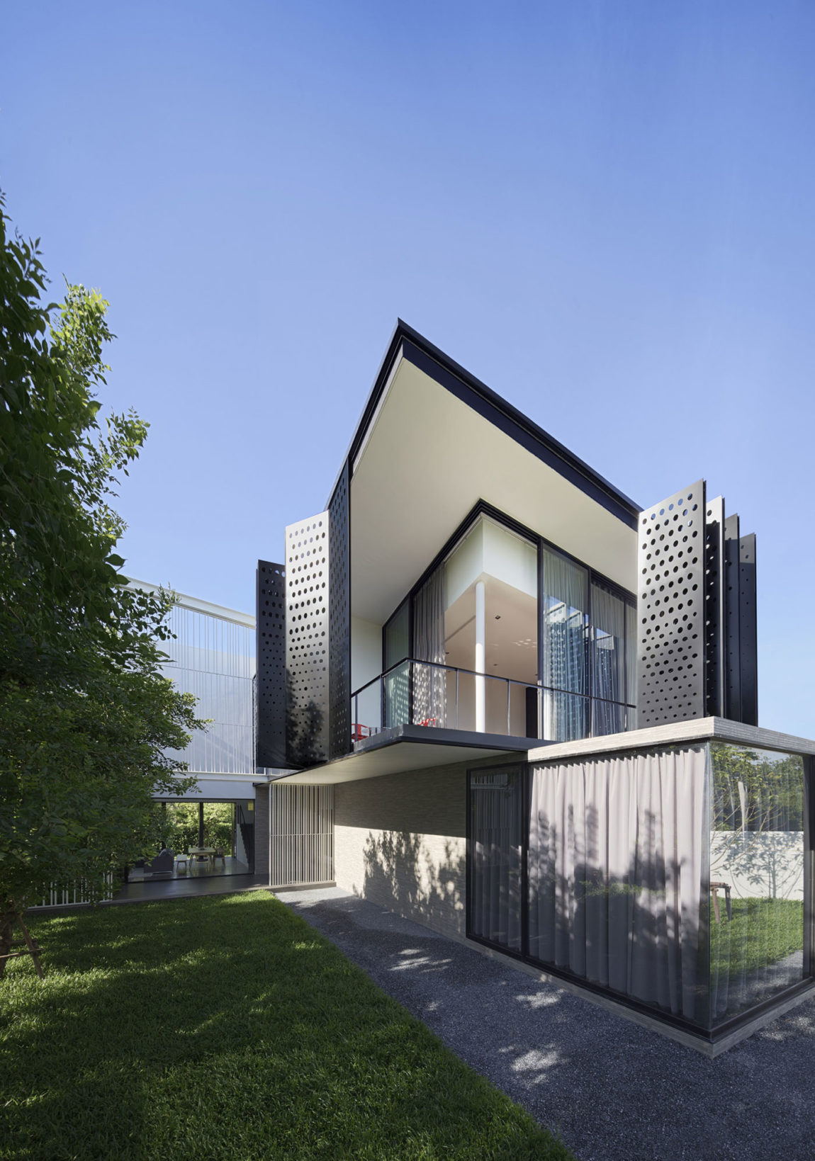 PK79 by Ayutt and Associates Design (4)