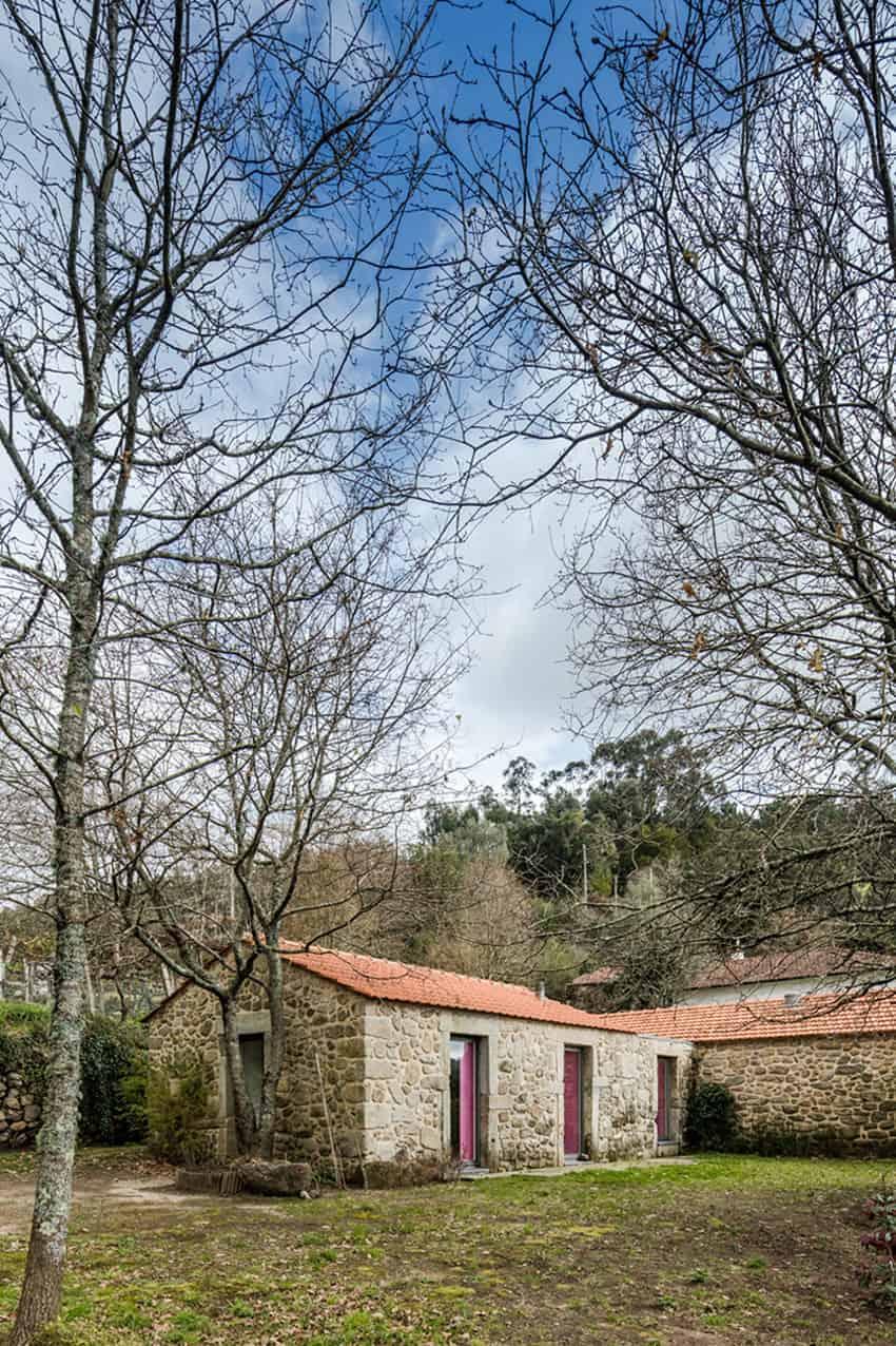 Escritório de arquitetos remodel a 17th century home and give it a surprising interior in linhares portugal