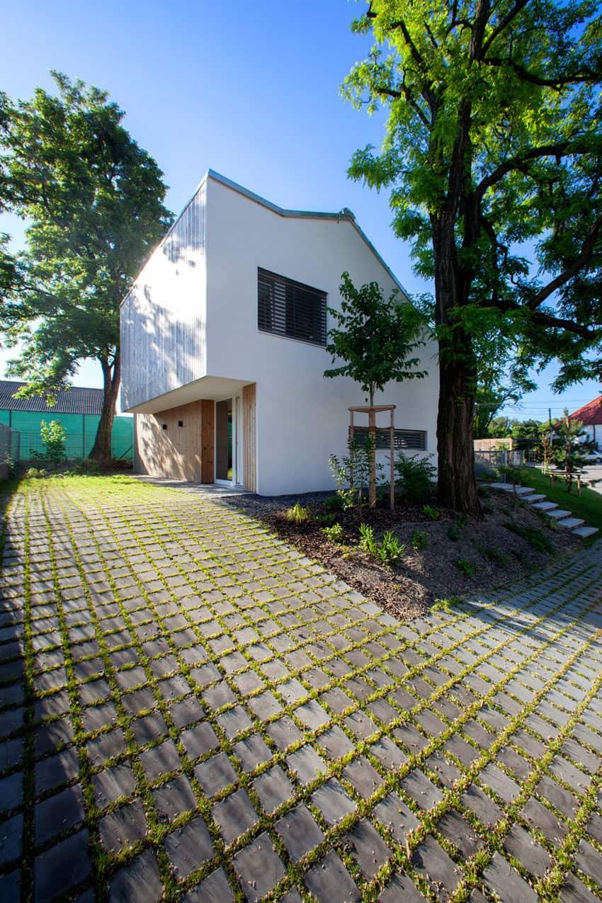Under the Calvary by Architekti Šercel Švec (4)