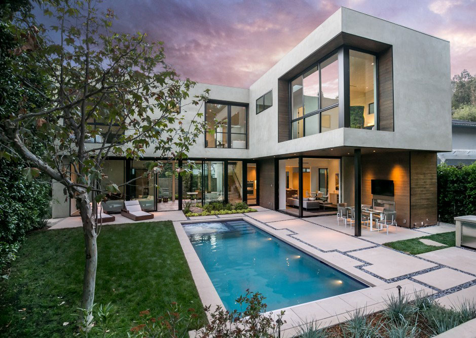 A light filled home goes for sale in los angeles california for Home for sale los angeles ca