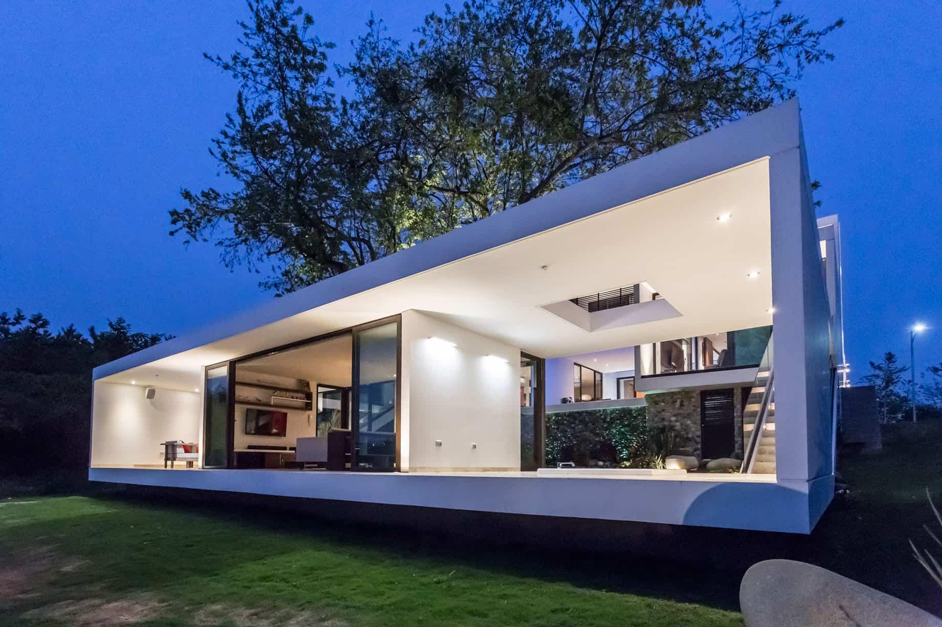 Alberto Zavala Arquitectos Design a Contemporary Residence in Villahermosa