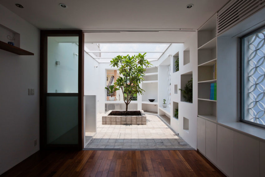 Sanuki Daisuke Architects Design A Narrow Home In The Center Of Ho