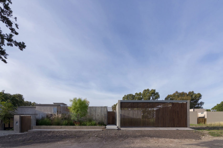 House in Palihue by Bernardo Rosello (1)