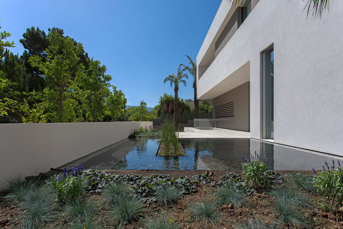 Private Residence in Athens by Moustroufis Architects (2)