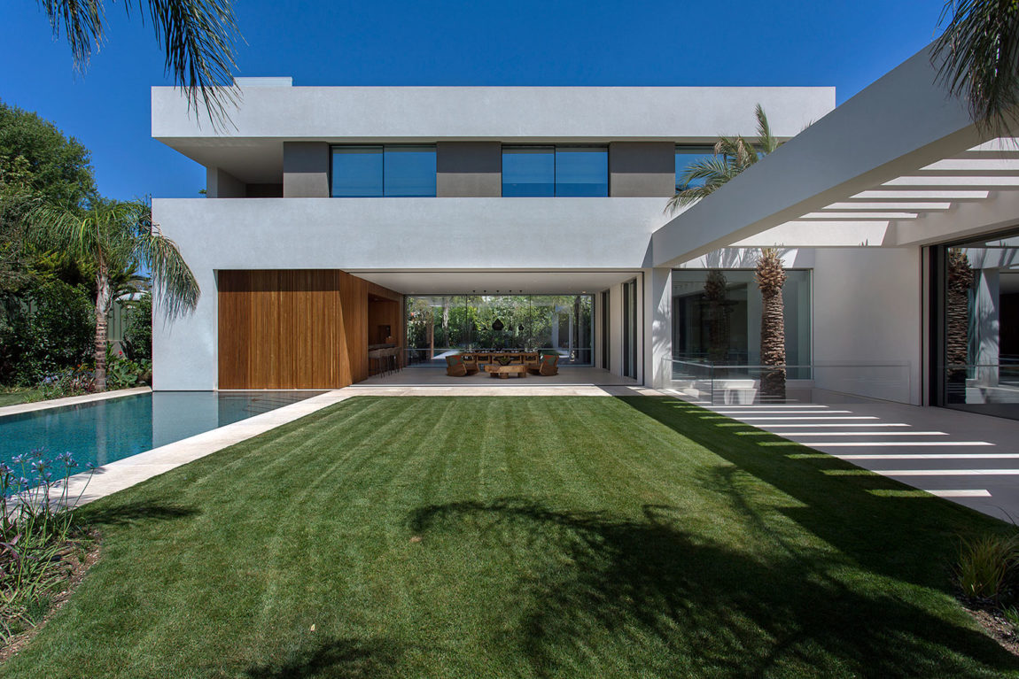 Private Residence in Athens by Moustroufis Architects (6)