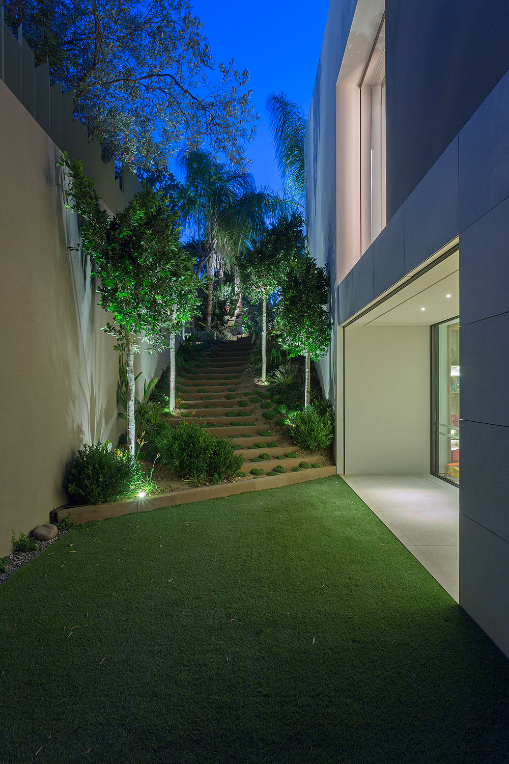 Private Residence in Athens by Moustroufis Architects (28)