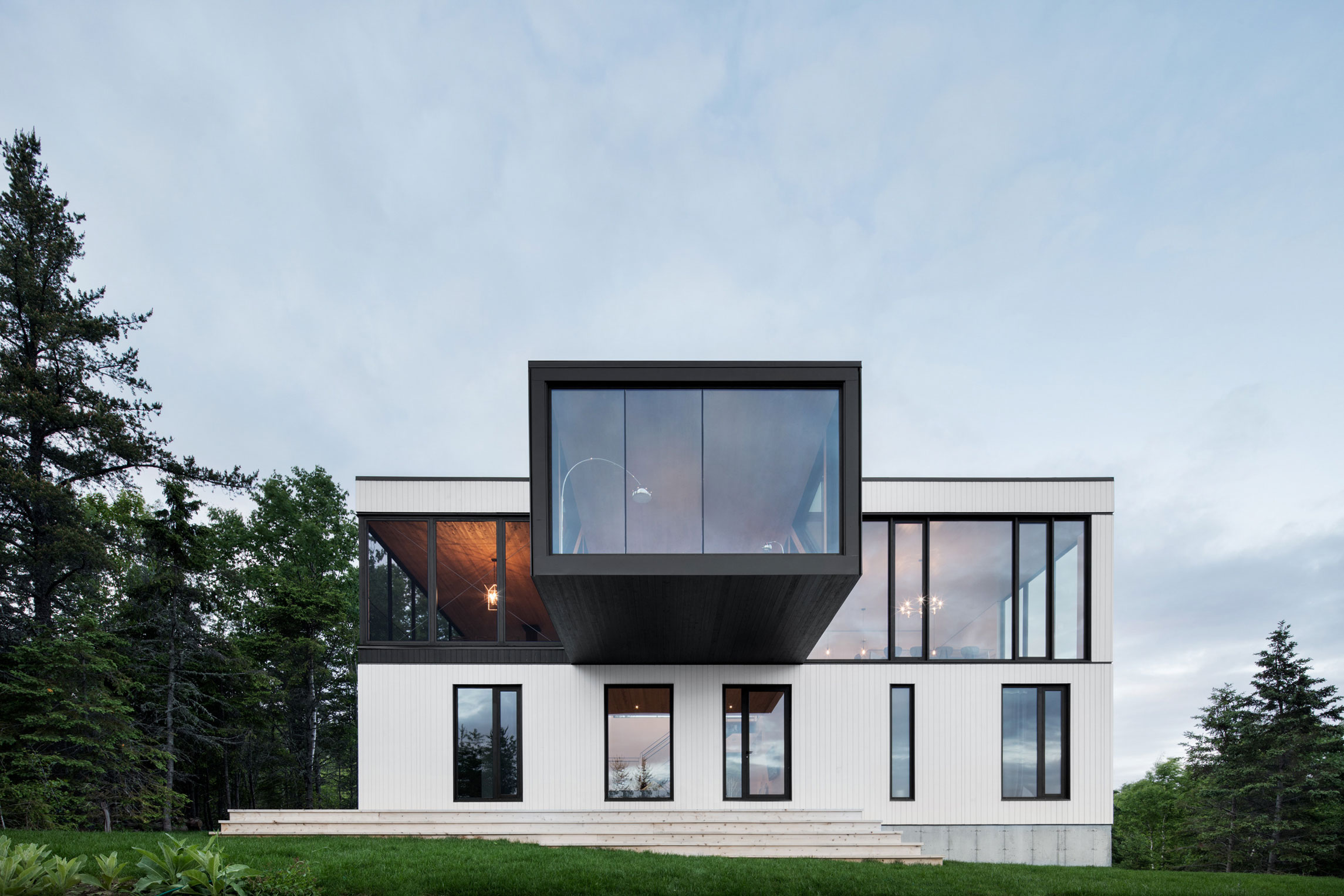ACDF Architecture Designs a Simple and Elegant Chalet in Charlevoix