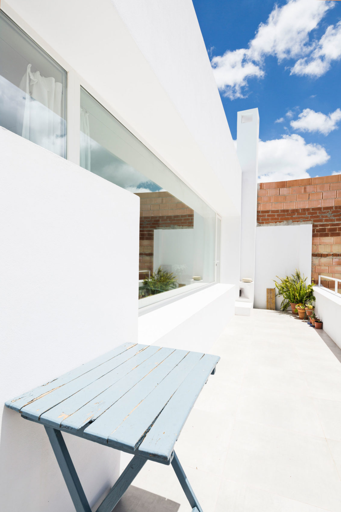 A Single Family House For a Painter by DTR_studio Arch (5)