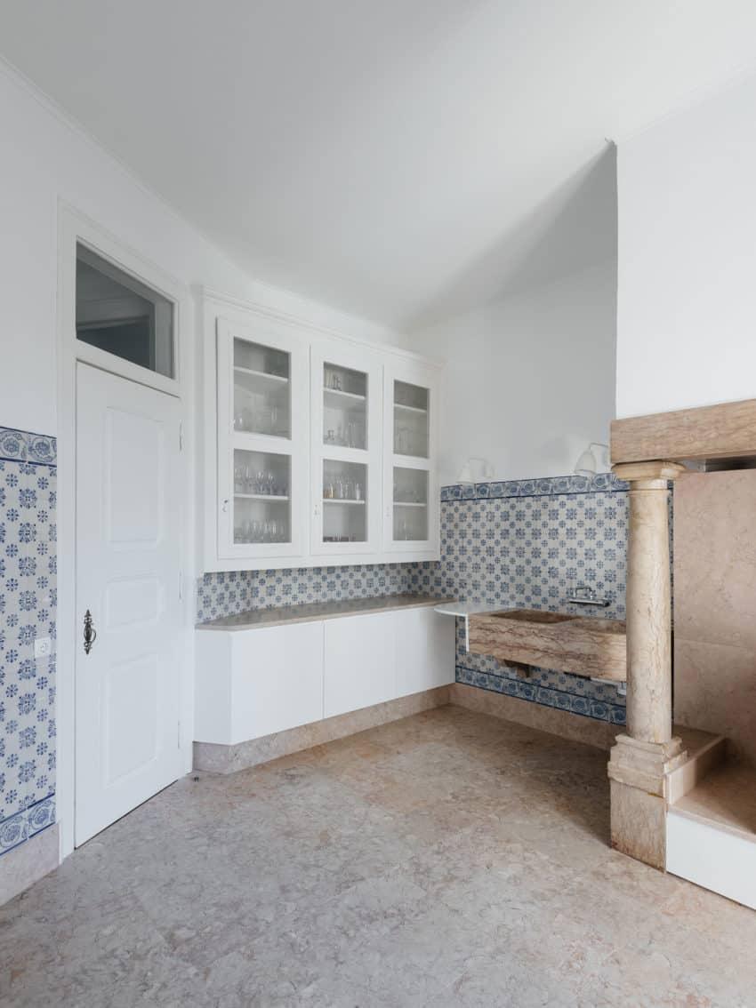 Apartment in Estrela by Aurora Arquitectos (11)