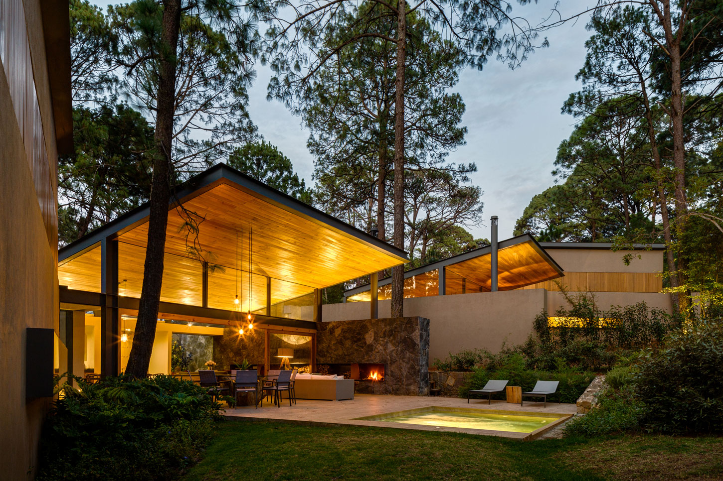 Weber arquitectos design a home surrounded by forests in - Las mejores fachadas de casas ...