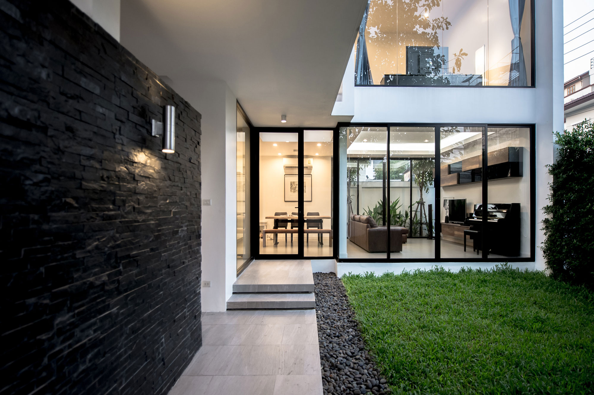 Thiti Ophatsodsa Designs a Contemporary Home in Bangkok