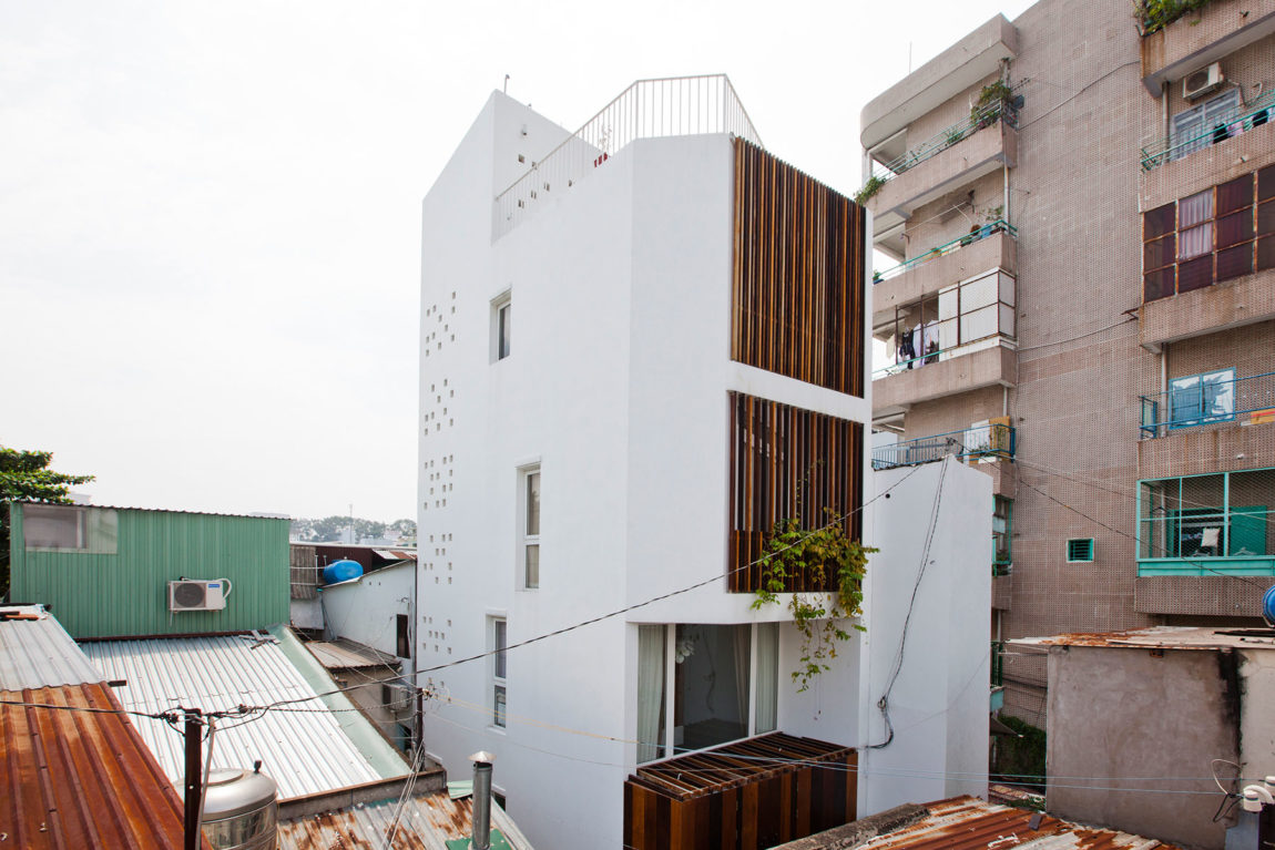 Micro Town House 4x8m by MM ++ ARCHITECTS (1)