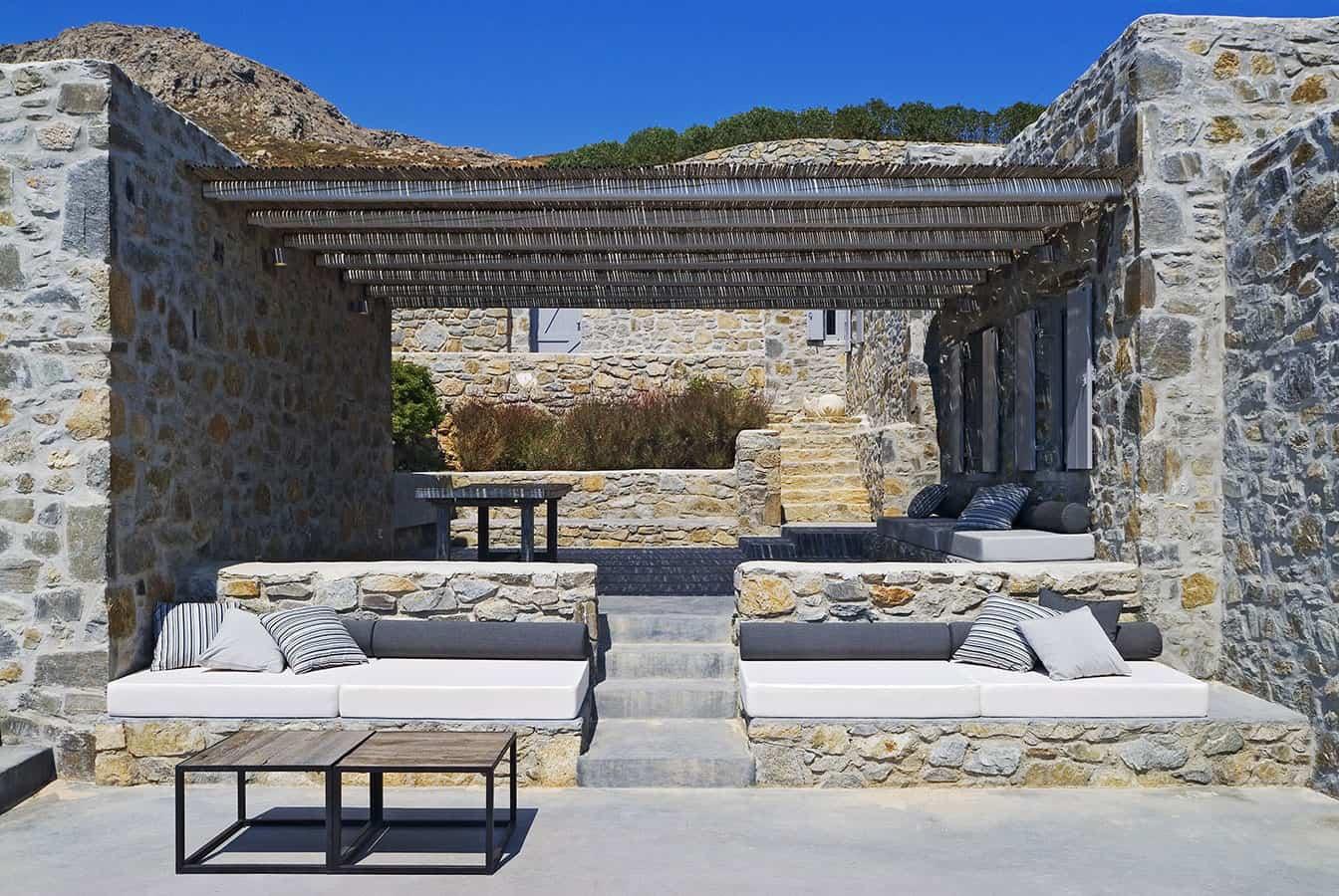 Sinas Architects Design a Stunning Summer House in Sérifos, Greece