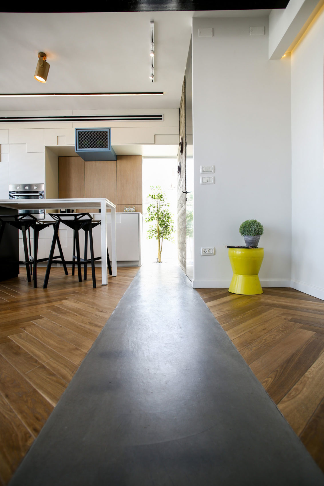TLV Zechariah Apartment by Dori Interior Design (4)