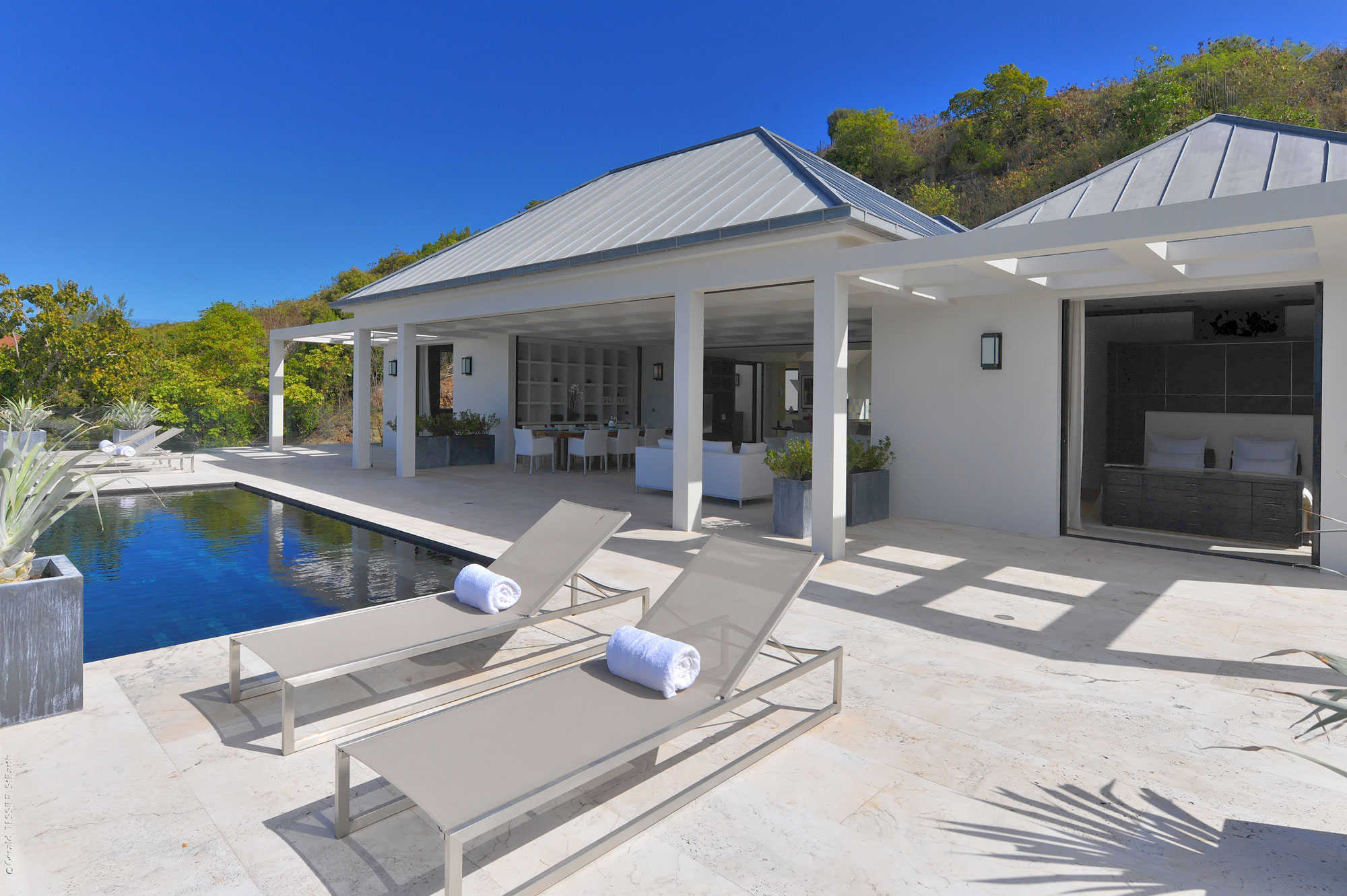 Architetti Design a Contemporary Residence in the French West Indies