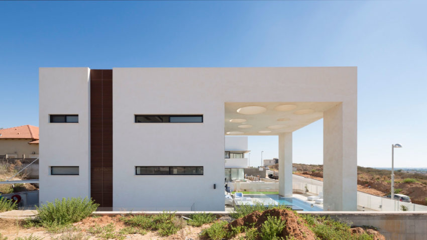 Dan and Hila Israelevitz Architects Design a Home with Uninterrupted Views over the Mediterranean in Irus, Israel