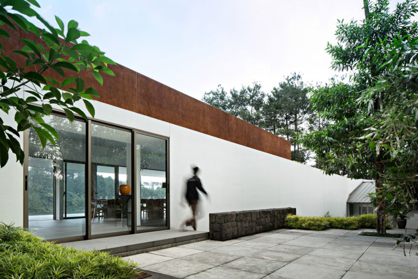 BRG House by Tan Tik Lam Architects (8)