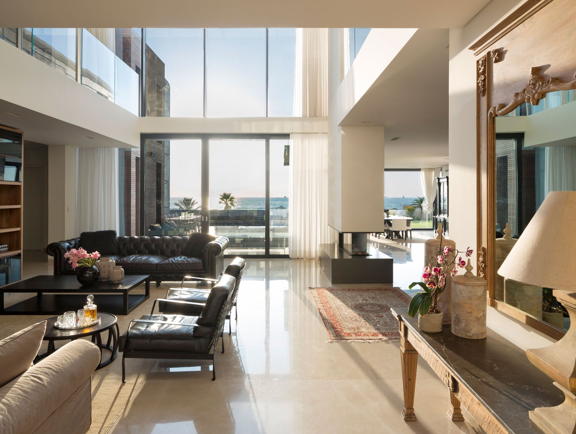 Nava Yavetz Architects Design a Spacious Contemporary House in Ashdod, Israel