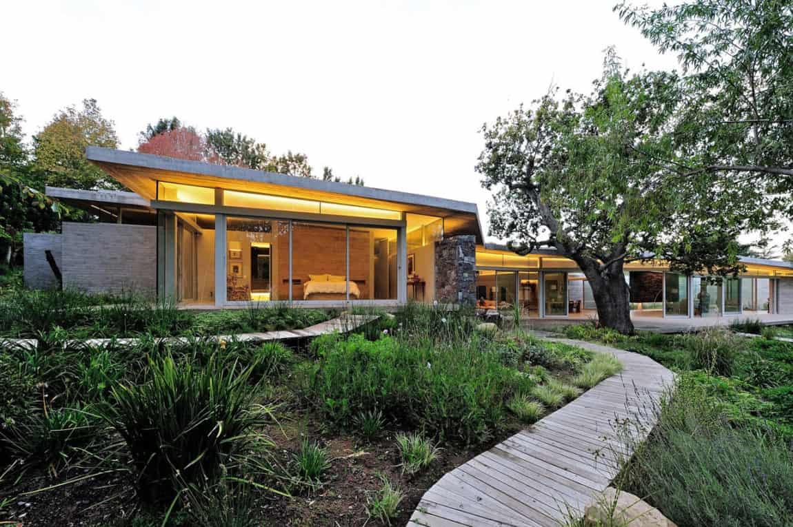 House in Constantia Valley by Metropolis Design (5)