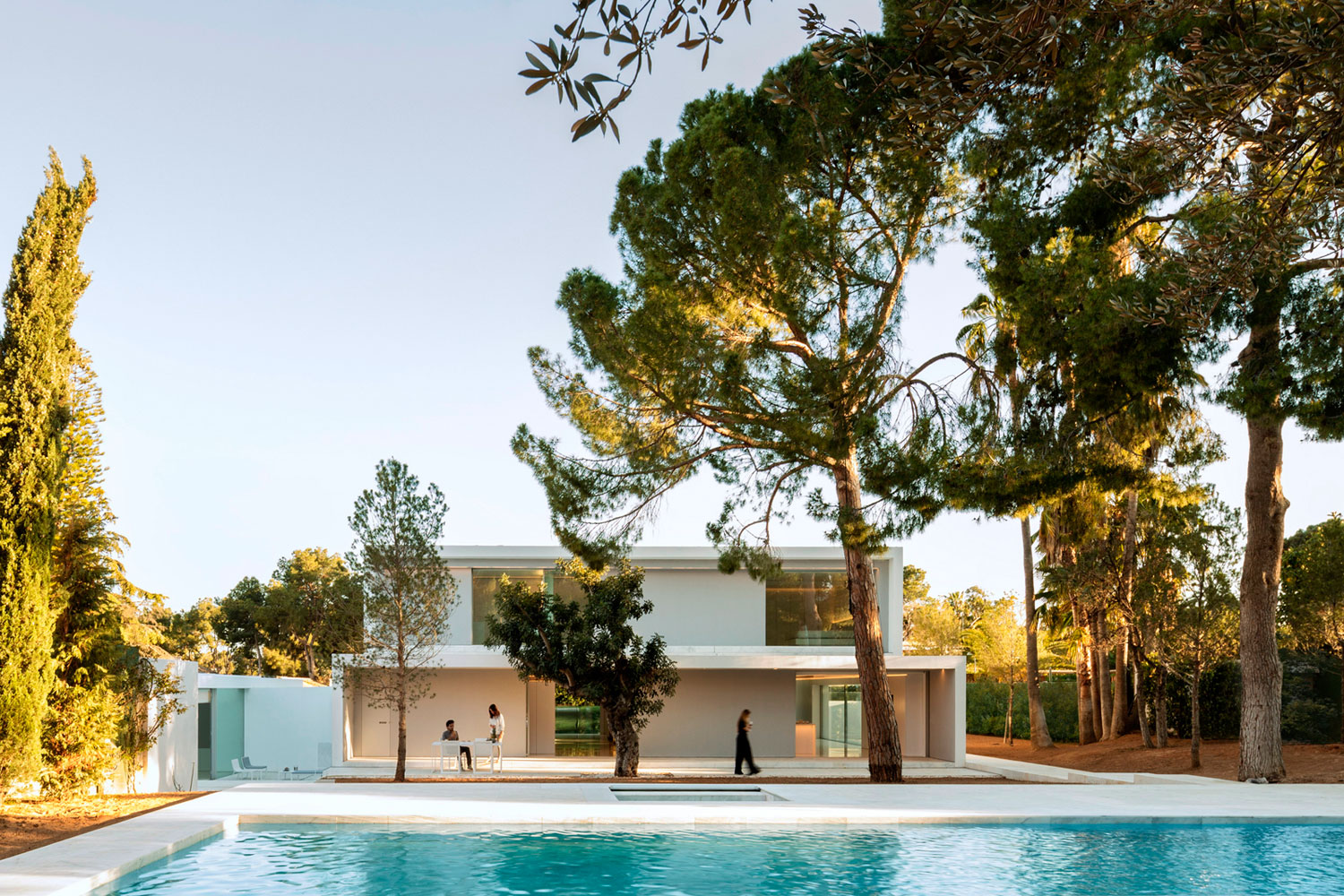 Fran Silvestre Arquitectos Design a House in a Pine Forest in Paterna, Spain