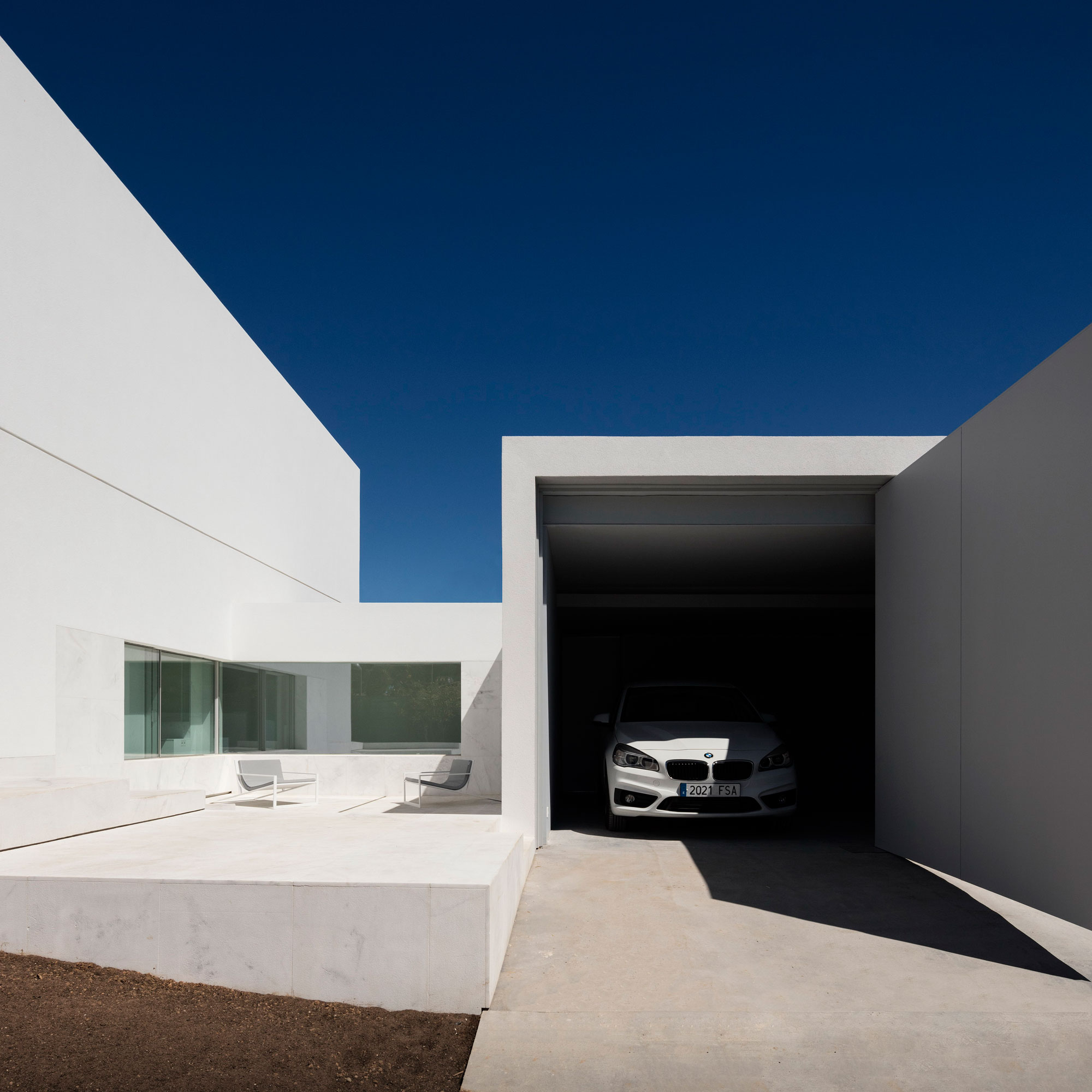 House in a Pine Forest by Fran Silvestre Arquitectos (5)