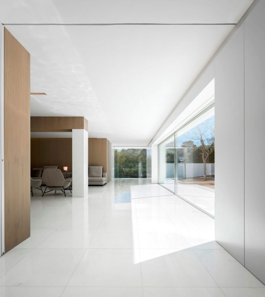 House in a Pine Forest by Fran Silvestre Arquitectos (12)