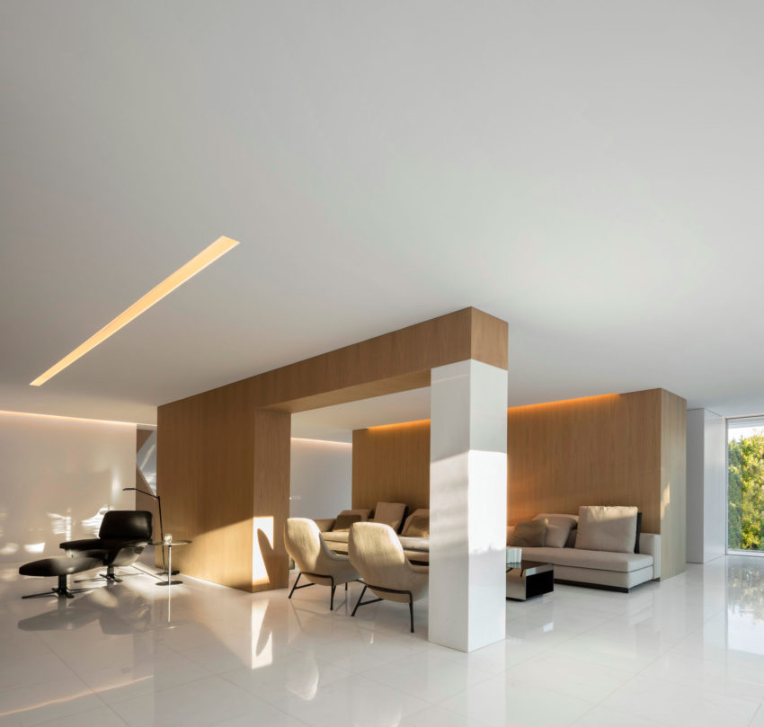 House in a Pine Forest by Fran Silvestre Arquitectos (13)