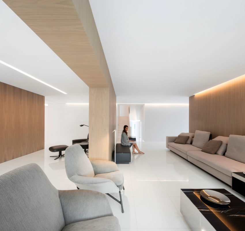 House in a Pine Forest by Fran Silvestre Arquitectos (14)