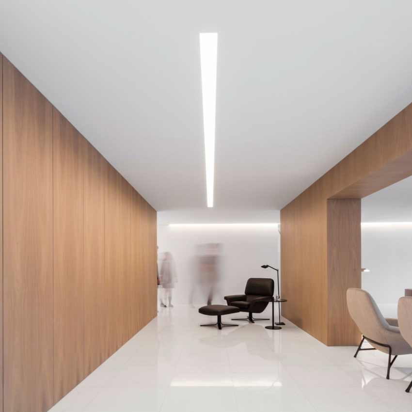 House in a Pine Forest by Fran Silvestre Arquitectos (15)