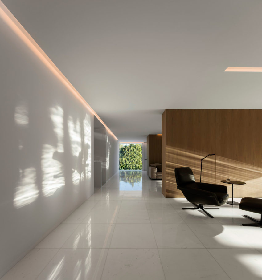 House in a Pine Forest by Fran Silvestre Arquitectos (16)