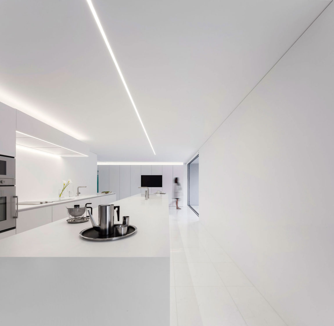 House in a Pine Forest by Fran Silvestre Arquitectos (17)