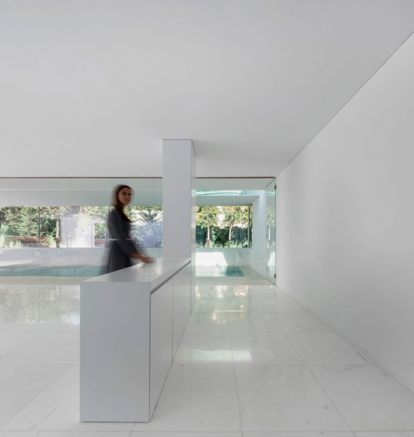 House in a Pine Forest by Fran Silvestre Arquitectos (18)