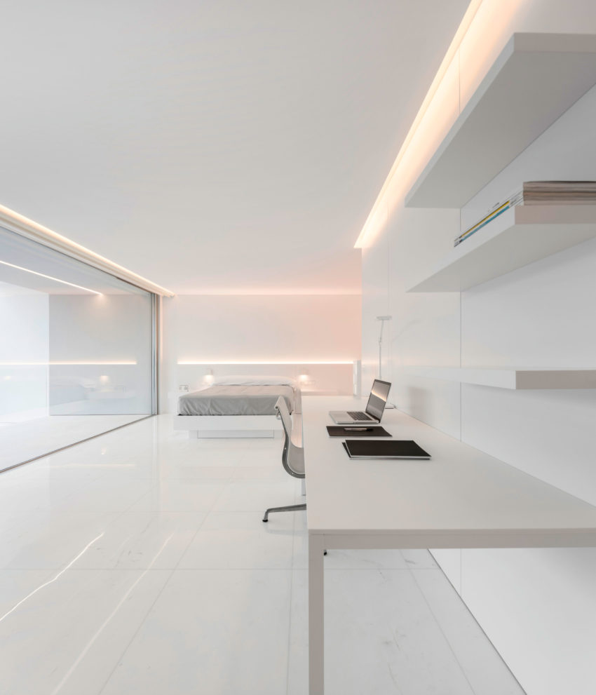 House in a Pine Forest by Fran Silvestre Arquitectos (19)