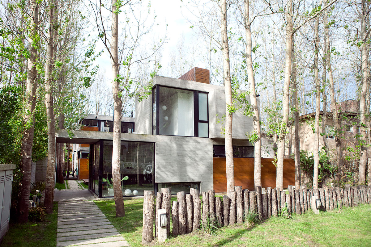 BAK Arquitectos Design a Private Home in Las Gaviotas, Argentina