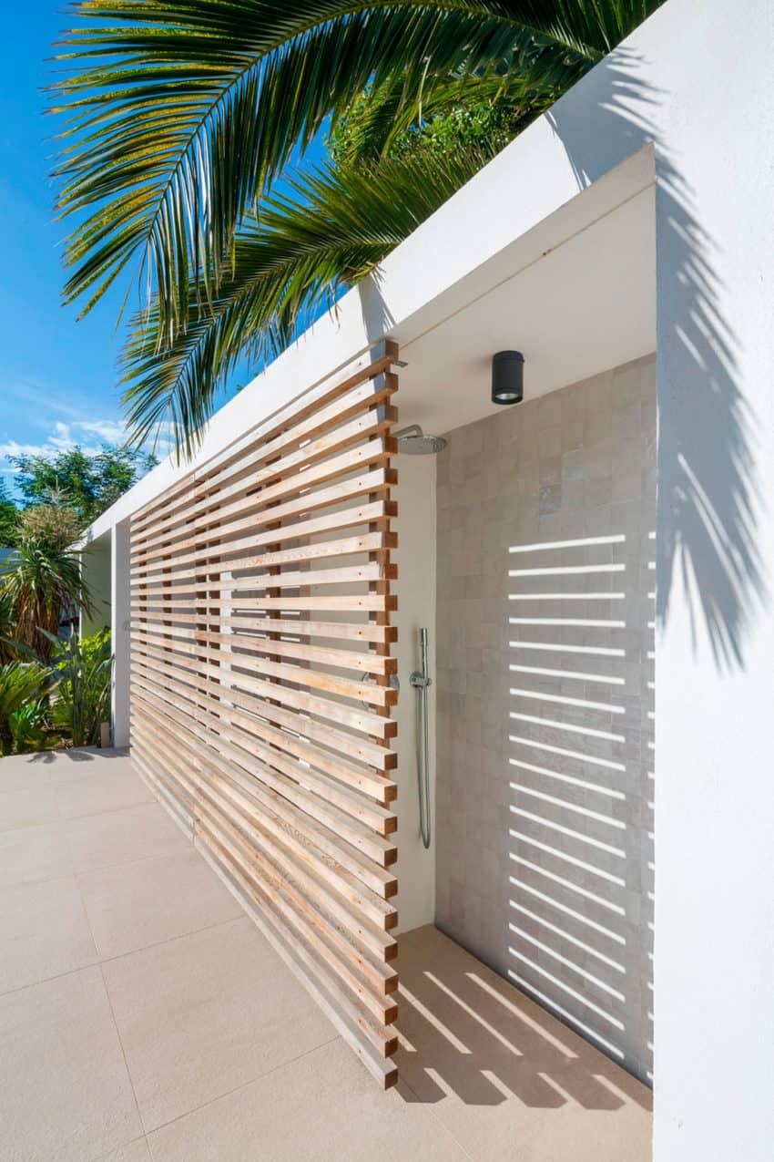 vincent coste architecte designs a stunning villa in saint tropez. Black Bedroom Furniture Sets. Home Design Ideas
