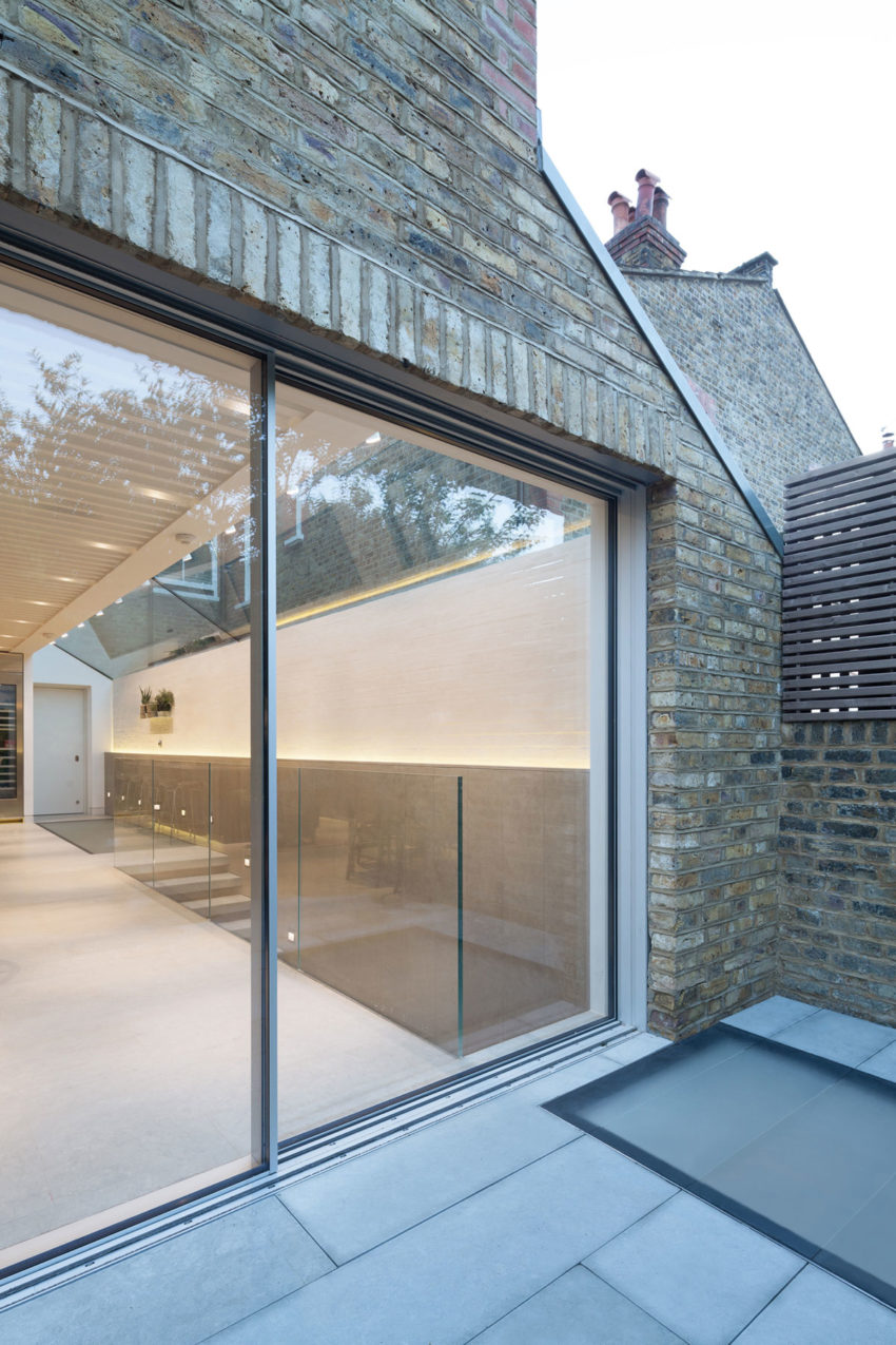 SW6 Lightwell House by Emergent Design Studios (14)