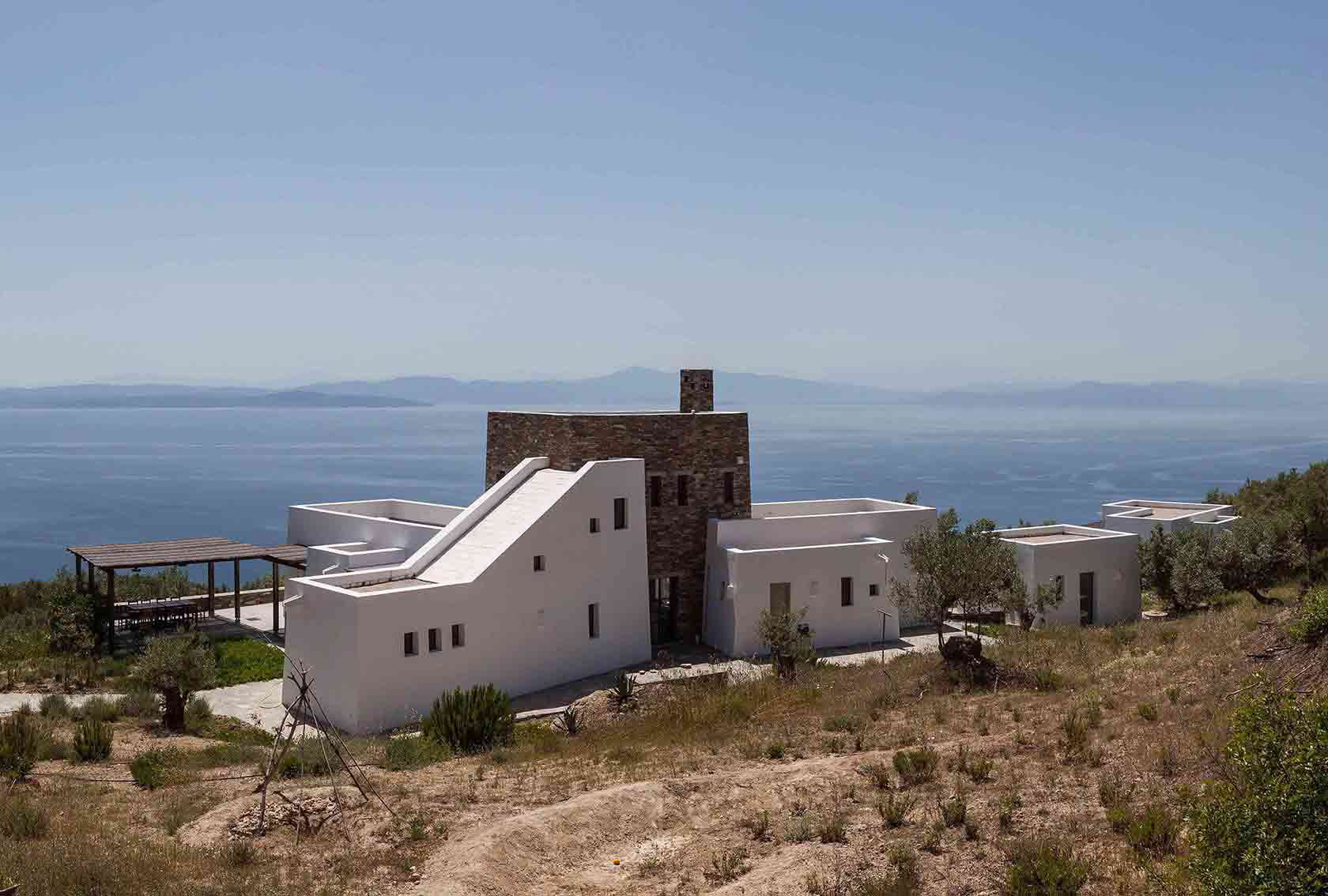 GEM Architects Design a Summer House Overlooking the Mediterranean
