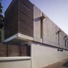 Villa Ribander by Raya Shankhwalker Architects (2)