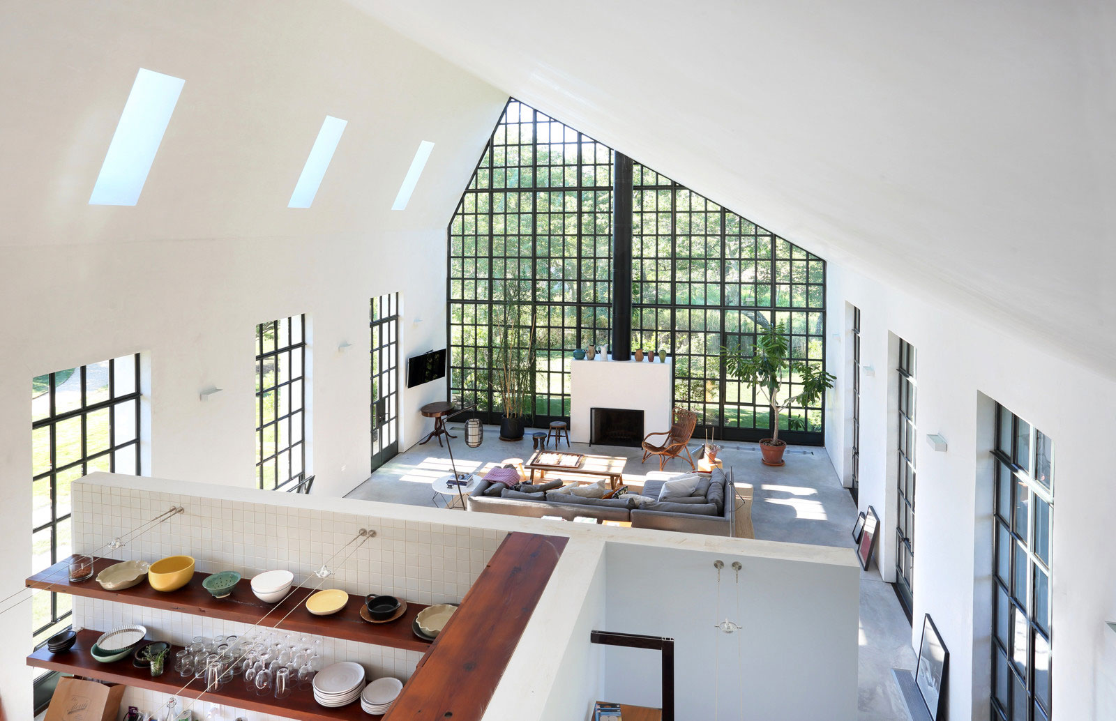 TA Dumbleton Architect Turns a Former Farmhouse into a Private Residence in The Hamptons