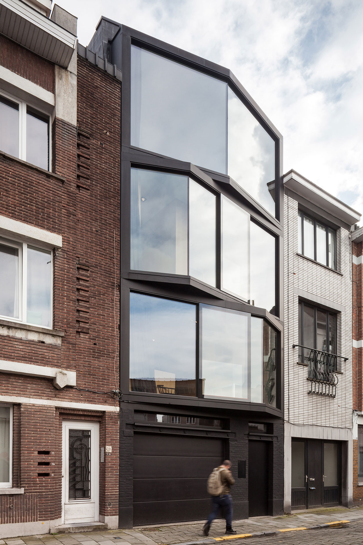 Steven Vandenborre and Mias Sys Come Together to Create a Simple and Elegant Home in Ghent, Belgium