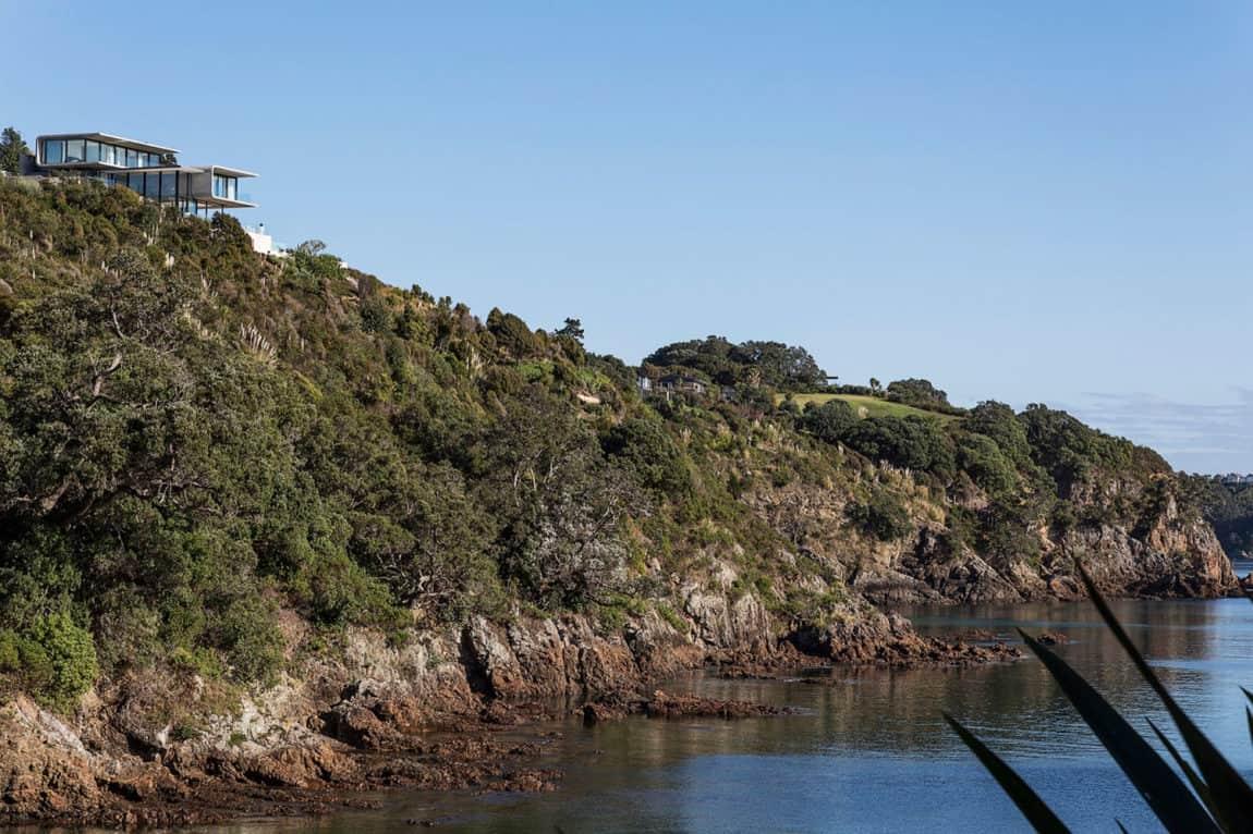 Hekerua Bay Residence by Archimedia (1)