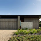 House Under Eaves by MRTN Architects (1)